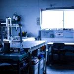 超精密板金加工のケービックの作業風景
