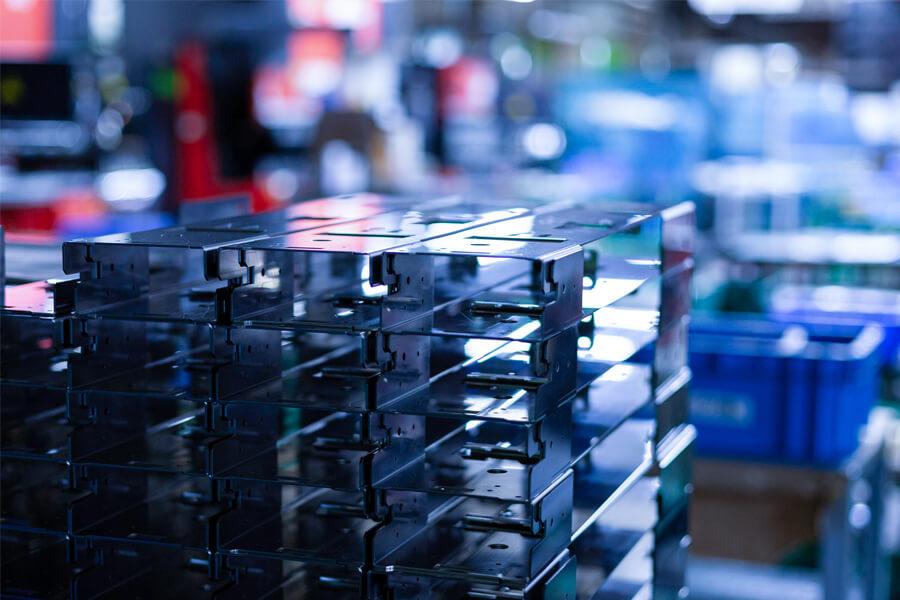 超精密板金加工のケービックの工場内に置かれた製品