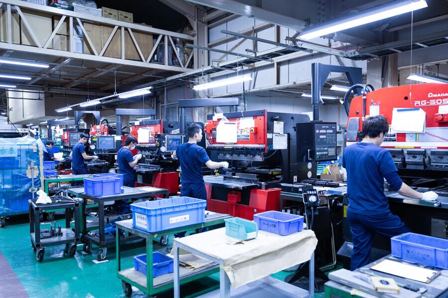 超精密板金加工のケービックの工場内